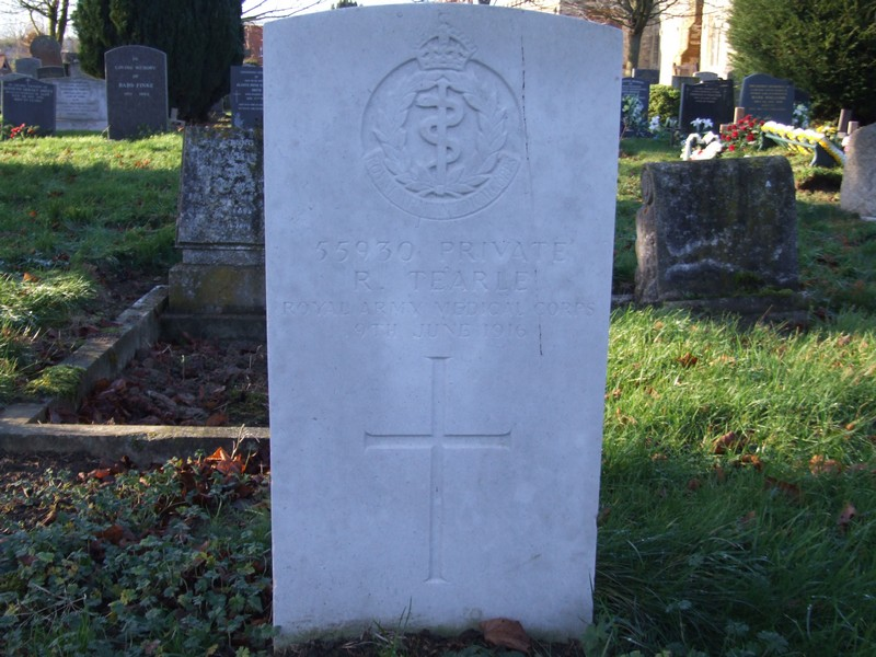 CWGC headstone for R Tearle in St Andrews Church cemetery.