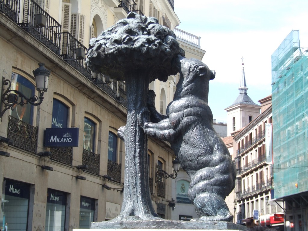 The bear and the madrona in Puerta del Sol