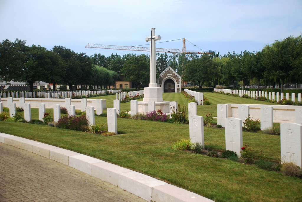 CWGC Great Cross in Oostende New Communal Cemetery.