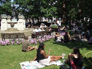 Lunchtime in Smithfield Garden