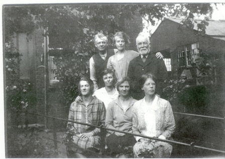 Levi and his grown-up family. Rear row, Levi, Ellen and Mahlon. Front row, right to left; Ruth, Emily, Minnie and Edith.