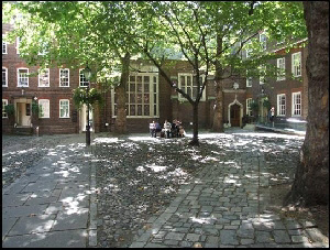 Staple's Inn courtyard