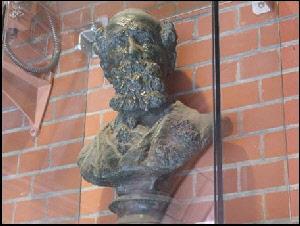 Dickens Statue