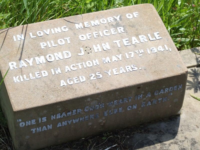 Raymond John Tearle headstone in St Mary Luton cemetery