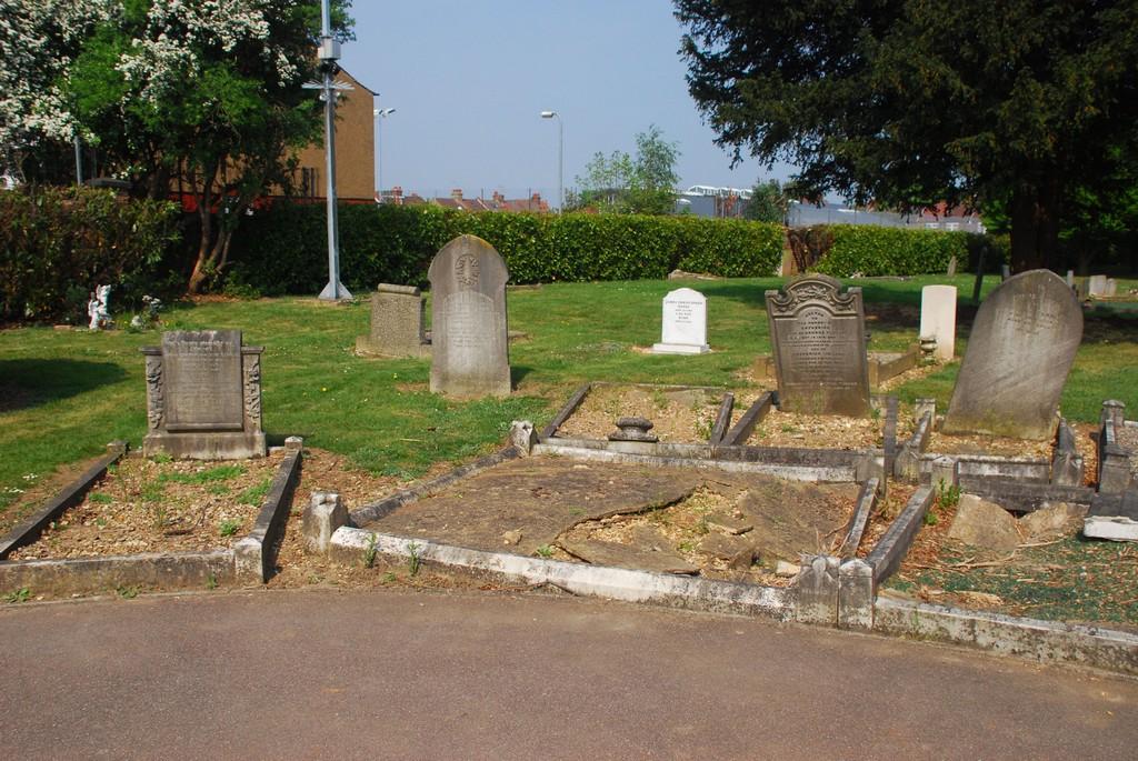 Tearle Corner Vicarage Rd Cemetery Watford