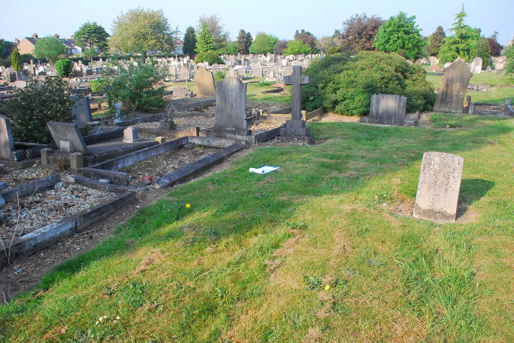 grass plot 1150L-CON William 1857-1933 Vicarage Rd Cemetery Watford