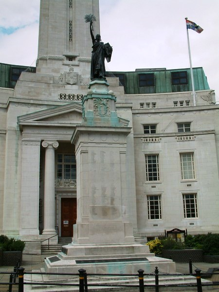 Luton Town Hall and War Memorial