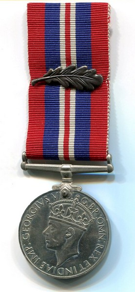 Service War medal with oak leaf