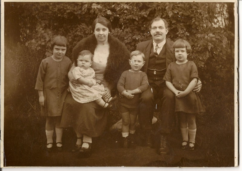 Tearle family album Myrtle Victor Raymond Hambly T Ellen Rosina nee Hambly Frederick Hambly T William Alfred John Olive 1927
